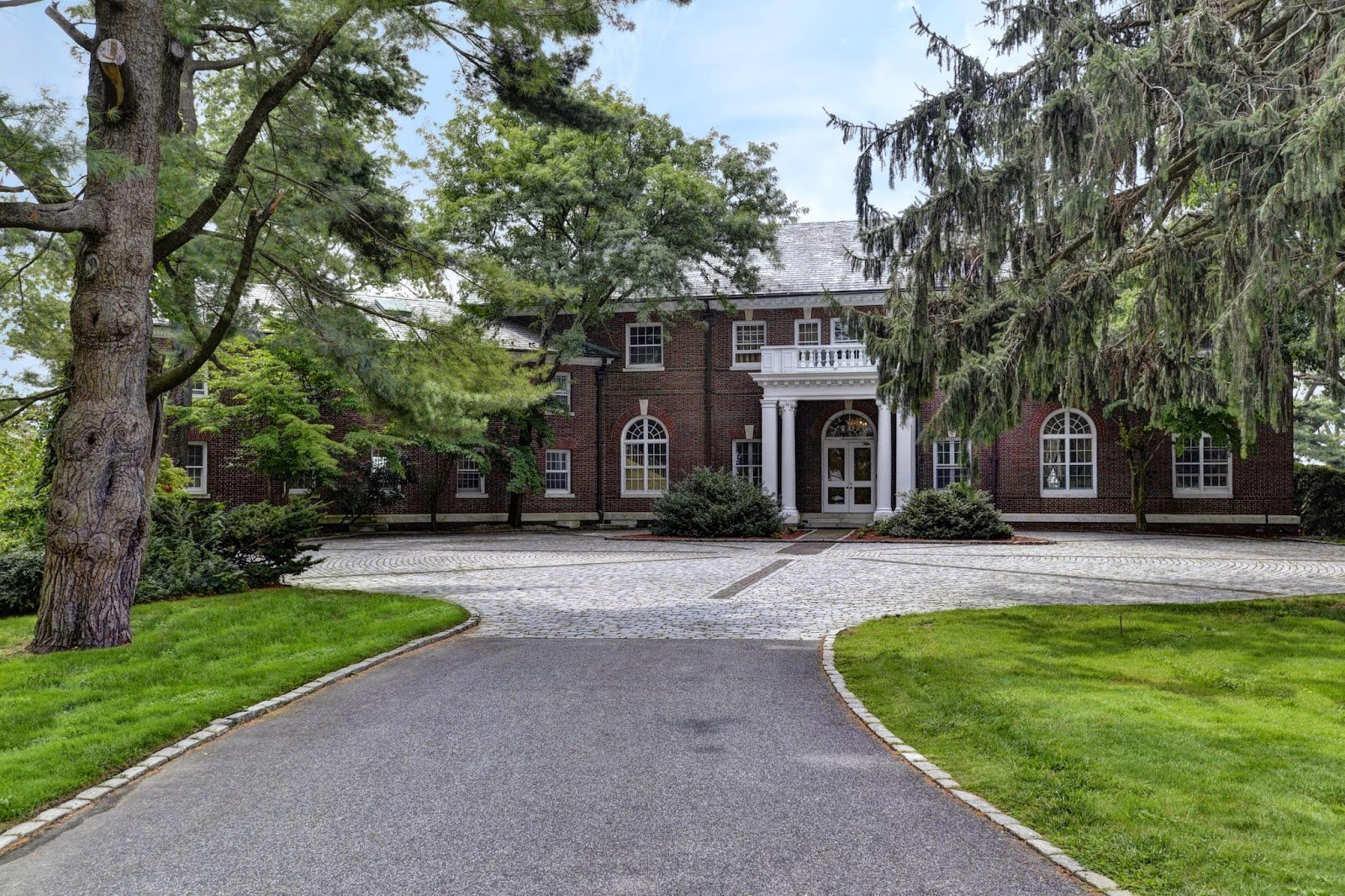 Kirby hill estate mega mansion mega mansion luxury on for Long island estates for sale