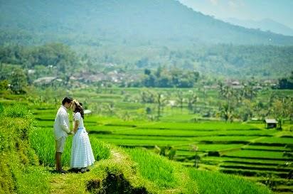foto prewedding muslim,gaya foto prewedding muslim outdoor,Ikuti Trend Gaya Foto Pre wedding Islami,Konsep Foto Pre Wedding Unik,Contoh Foto Pre Wedding Outdoor,