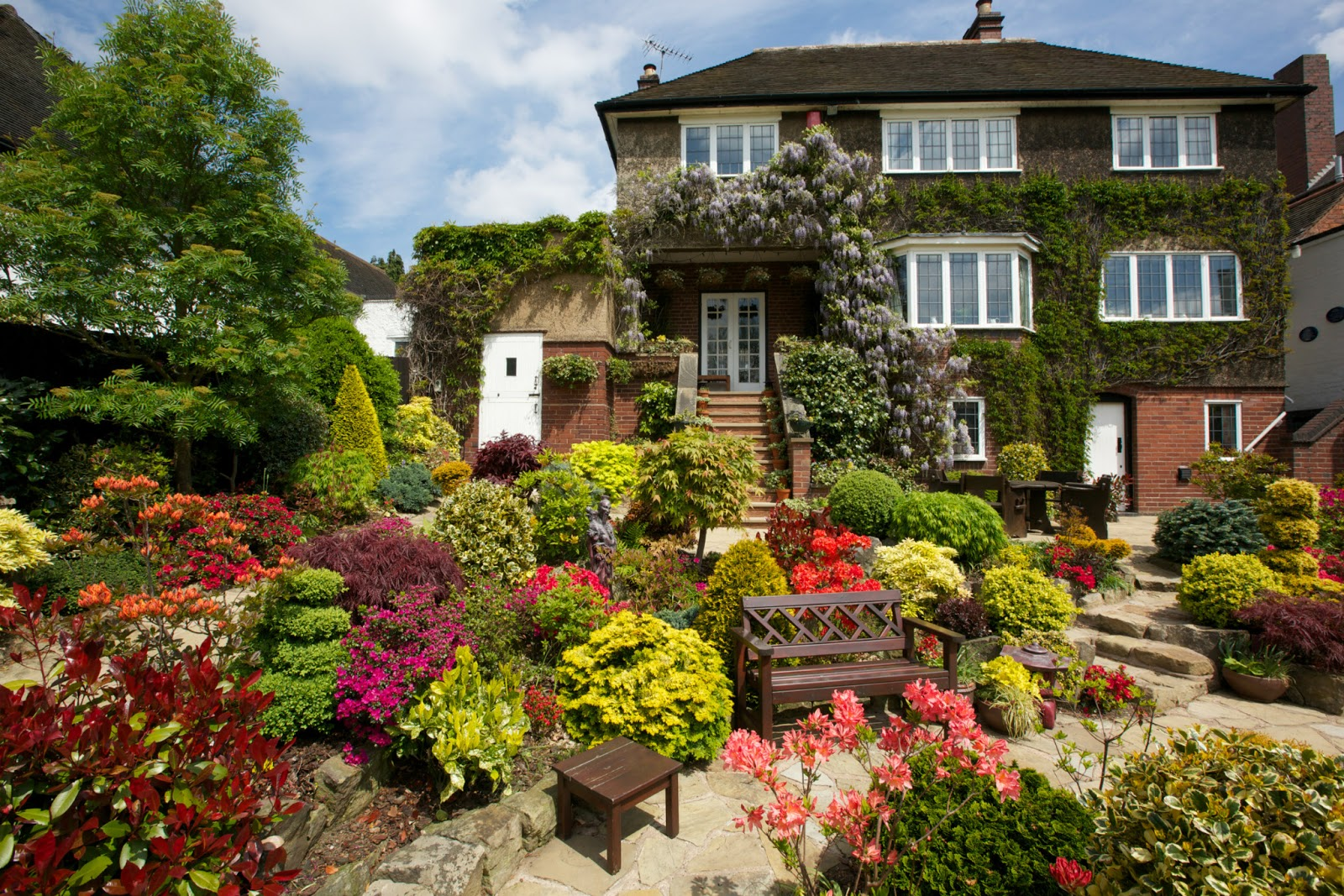 Drelis gardens four seasons garden the most beautiful for Beautiful houses pics