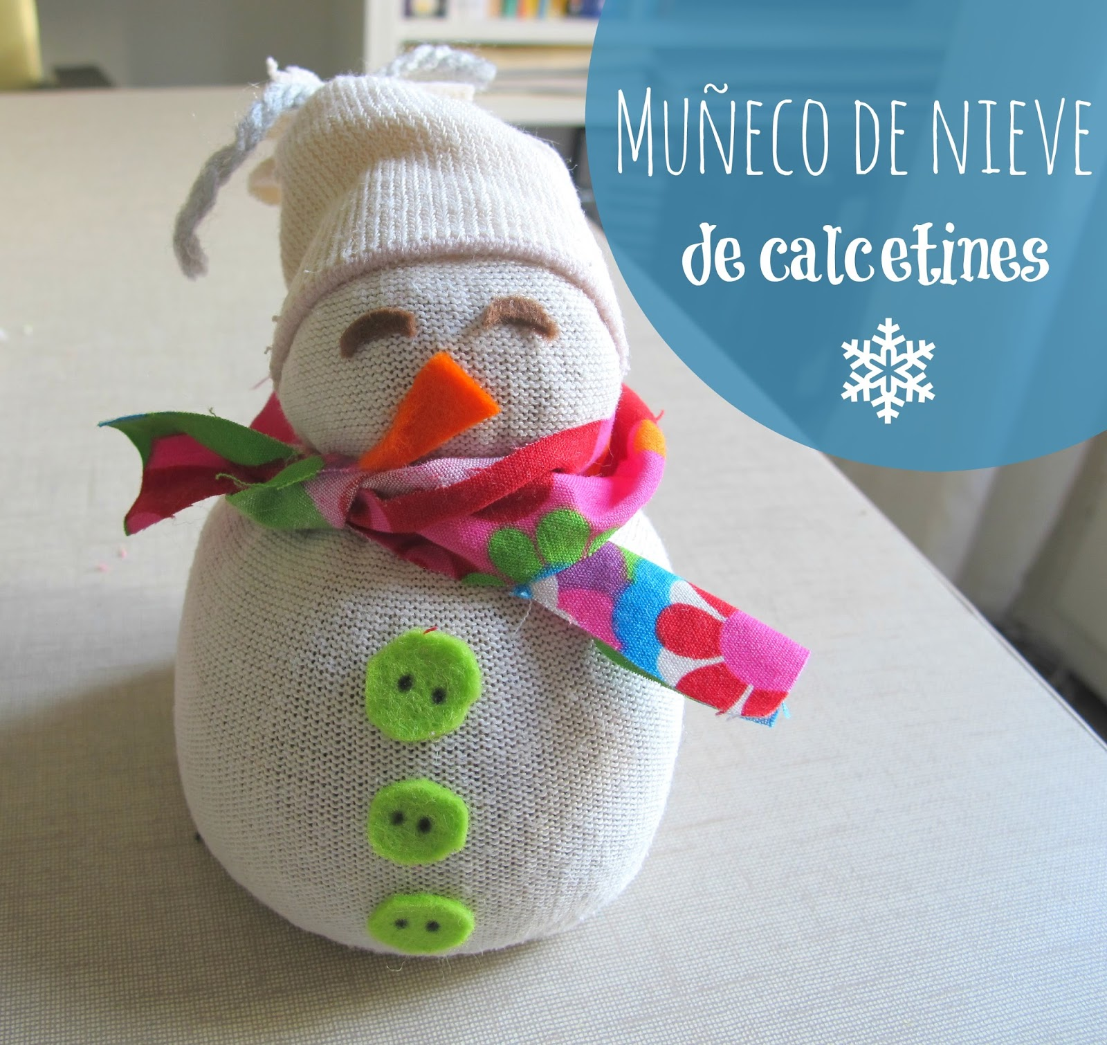 mu eco de nieve hecho con calcetines handbox craft