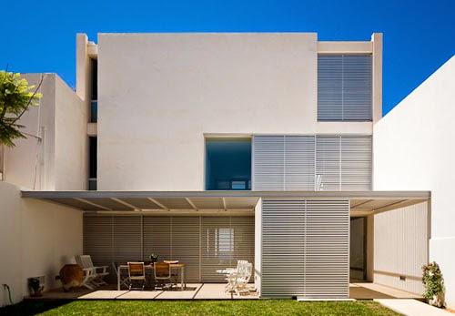 Fasad Rumah Minimalis Lantai 2 Pada Daerah Tropis