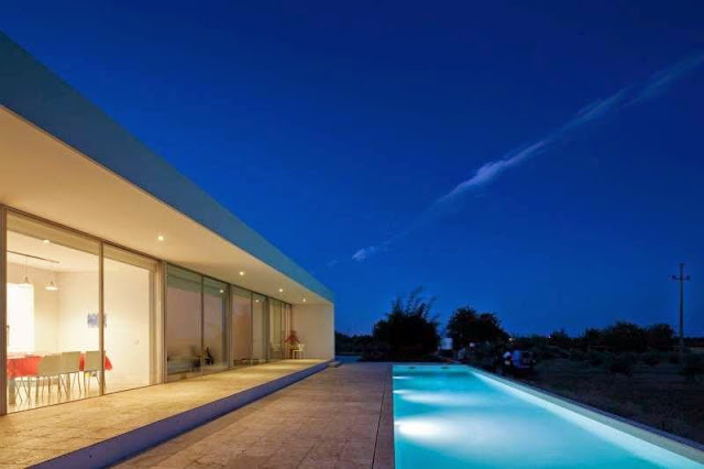 facade Modern House with Pool in Tavira