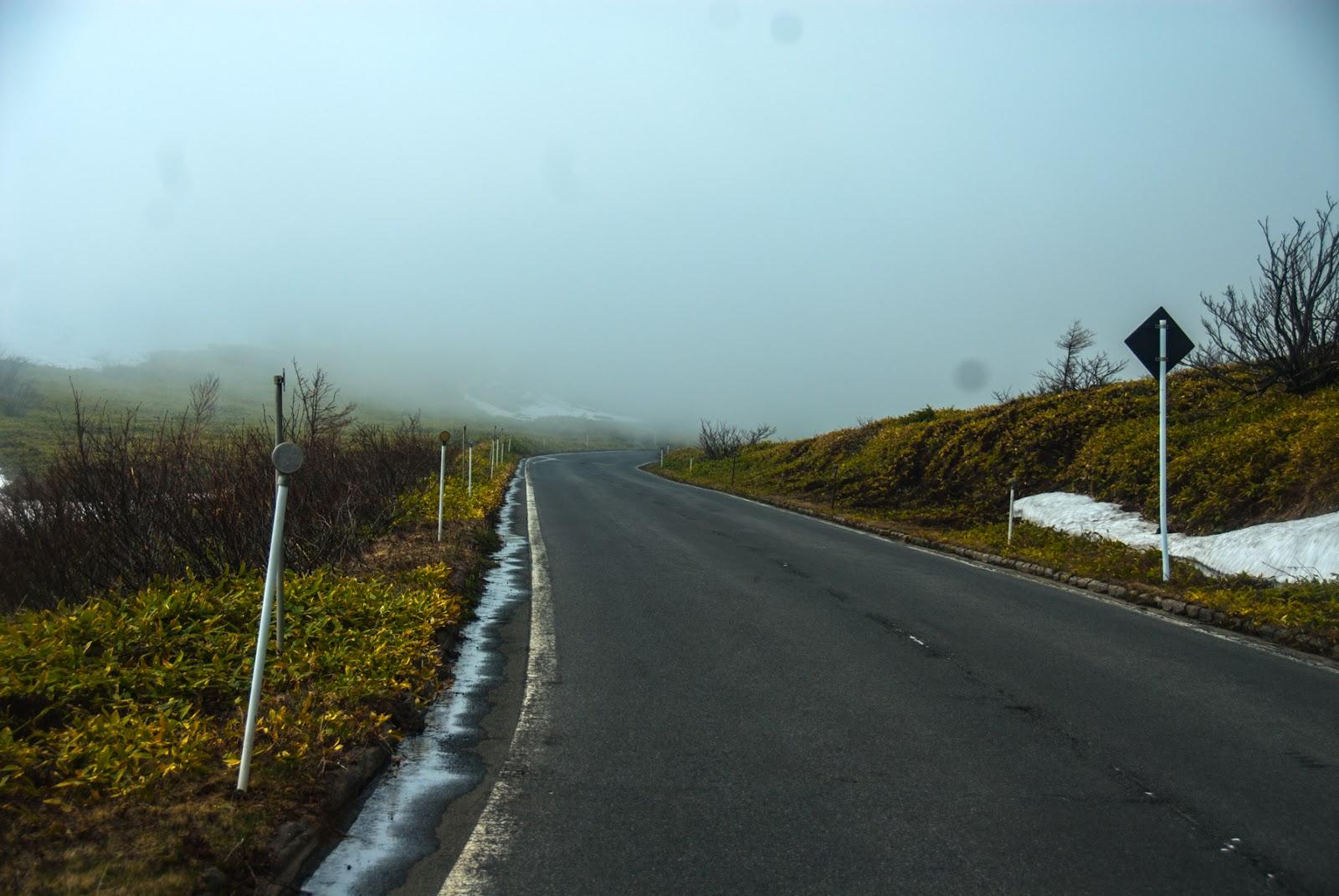 さらに霧が深くなる渋峠