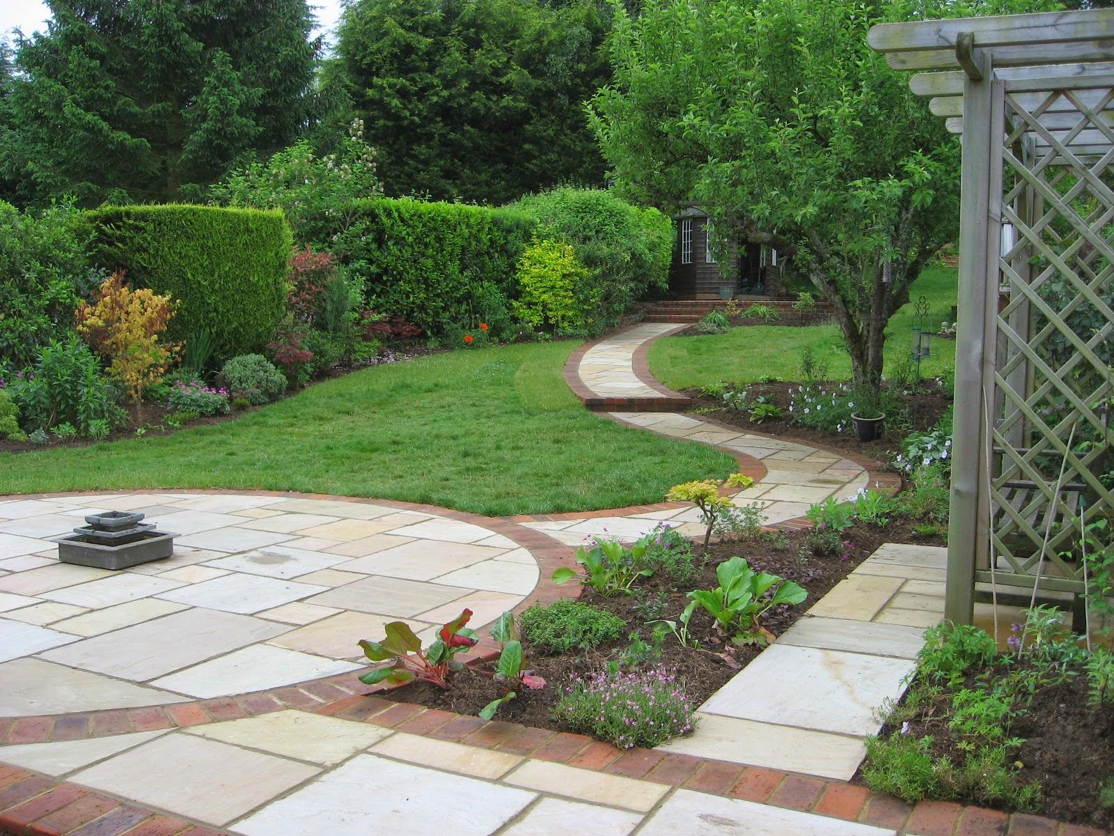 16 pictures sloping garden ideas lentine marine 65196 for Sloping garden designs