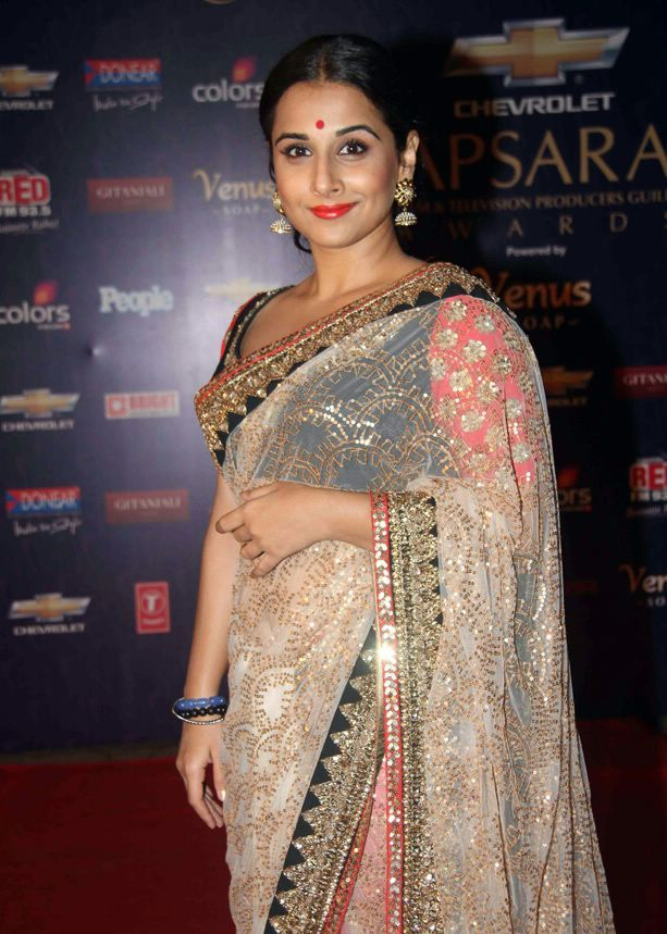 Vidya Balan in Saree at Apsara Awards1 - Vidya Balan at Apsara Awards 2012