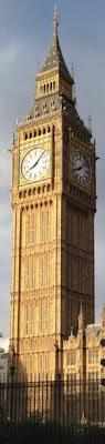 la torre del Reloj, de 96 m de altura, popularmente conocida como Big Ben, debido añ nombre que se dio a su campana mayor (Gran Benjamin).
