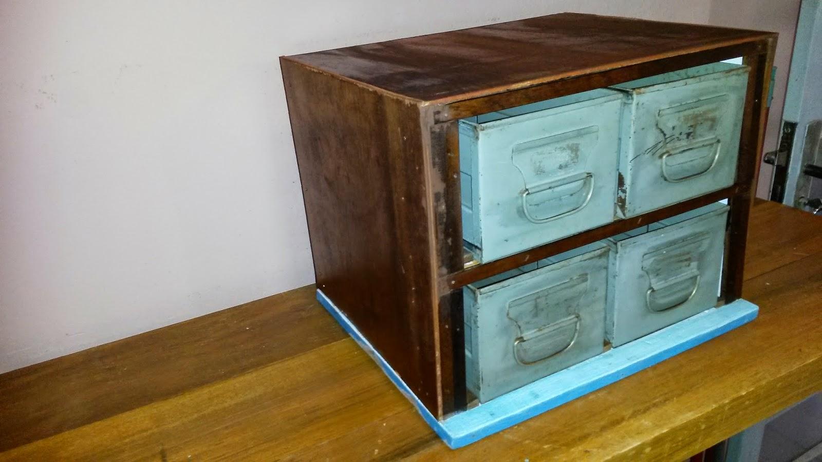 de uma treliça um pedaço de madeira quadrado para servir de base e #8C6419 1600x900
