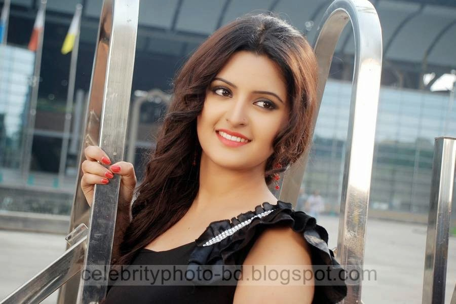 Top+New+Bangladeshi+Model+and+Actress+Pori+Moni's+Latest+Photos+and+Wallpapers004