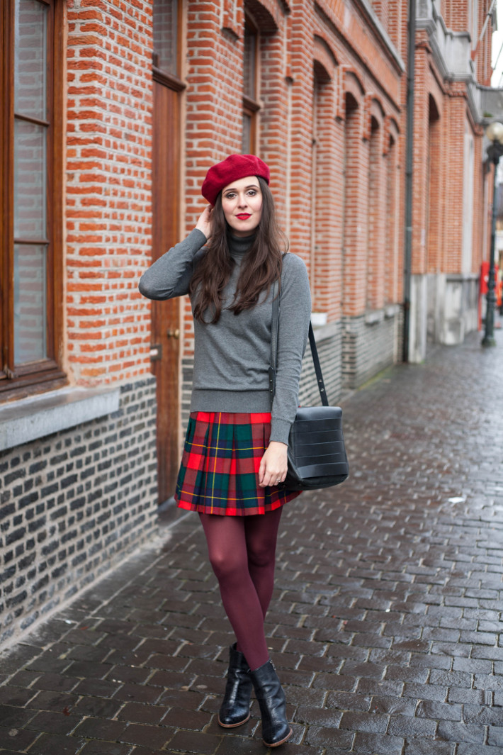 Outfit: vintage inspired in plaid pleated skirt, purple tights and ...