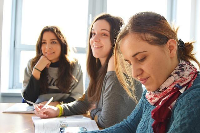jikalau kita mau mencar ilmu dengan cara yang benar dan mau bersungguh 9 Cara Terbaik Untuk Belajar Bahasa Inggris Dengan Cepat