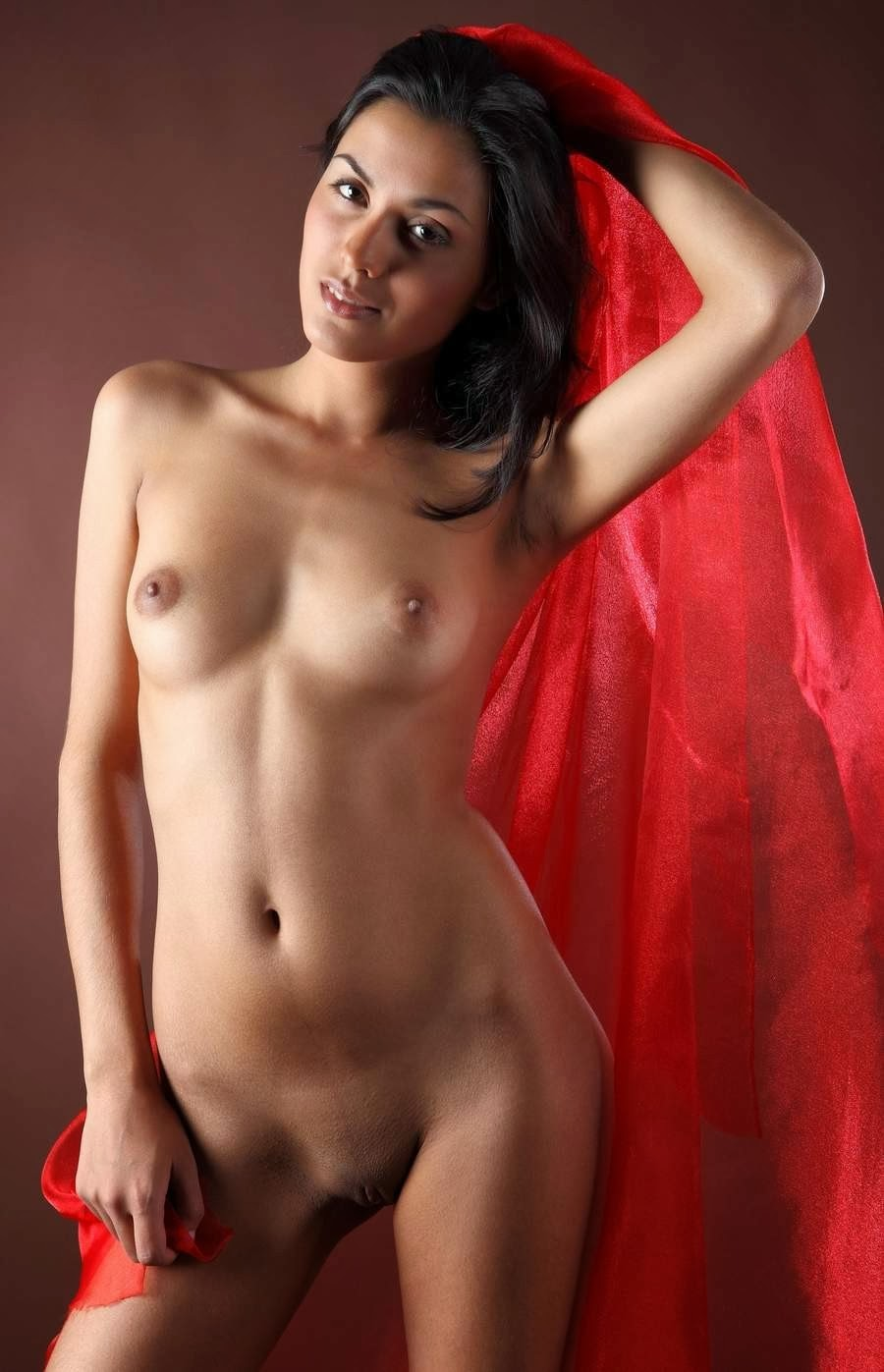 dark haired women nude