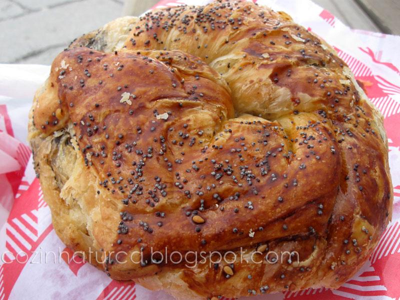 Açma com Pasta de Azeitonas Pretas (Zeytin Ezmeli Açma)