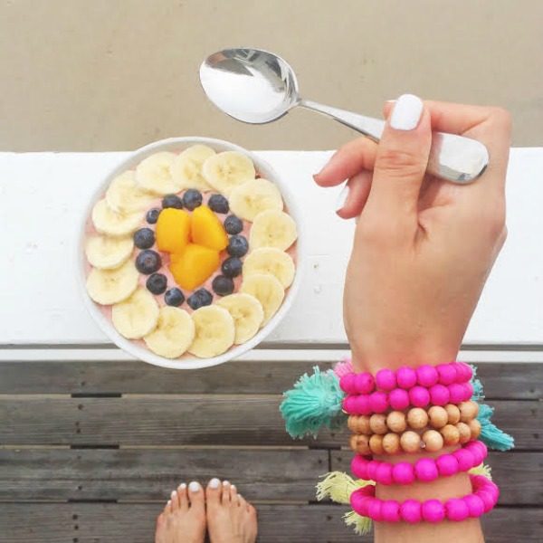 smoothie bowl on the beach
