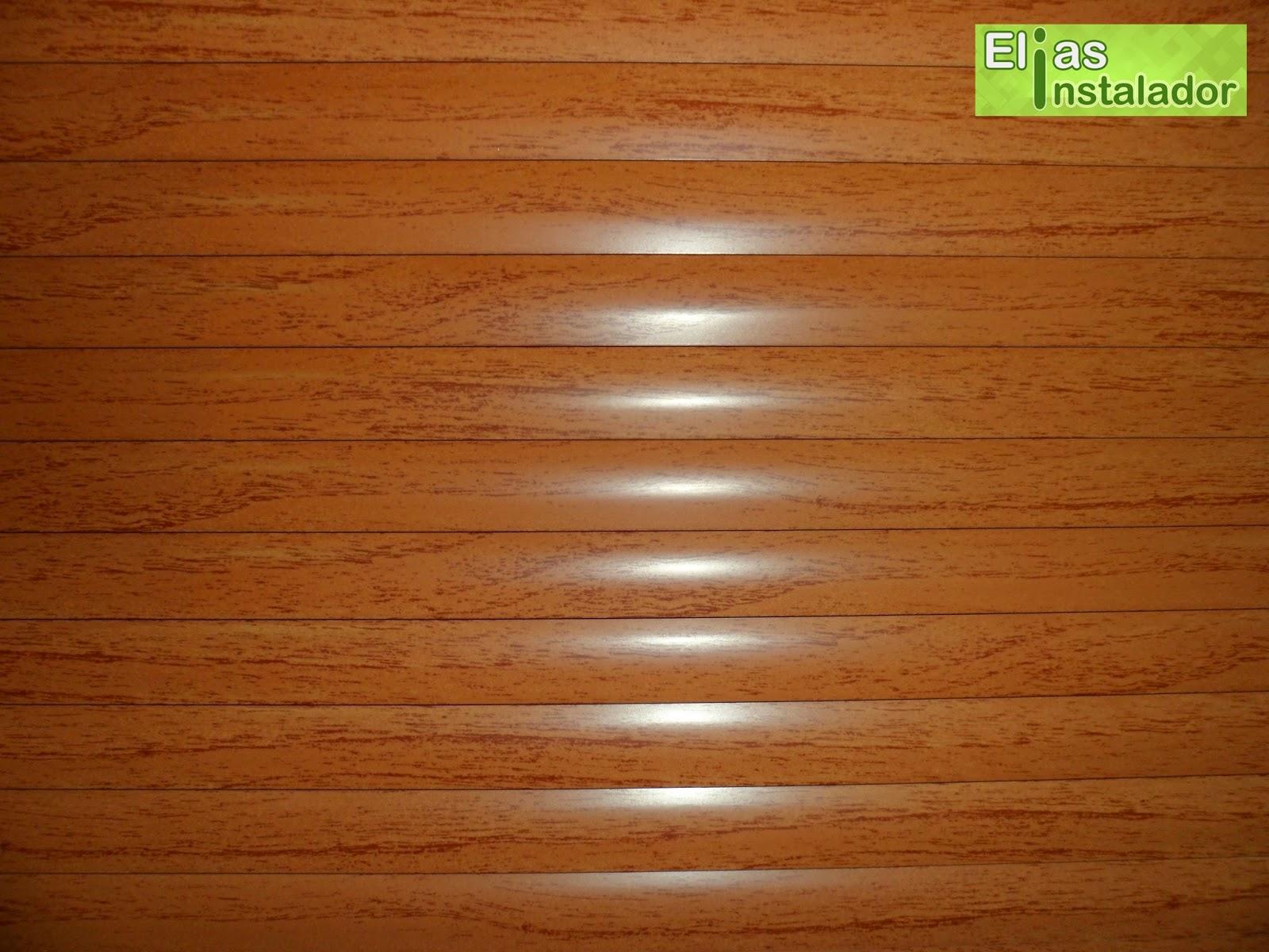 #4E1E04 Podemos ver os detalhes da persiana imitando uma textura de madeira. 1698 Janela De Aluminio Na Cor De Madeira