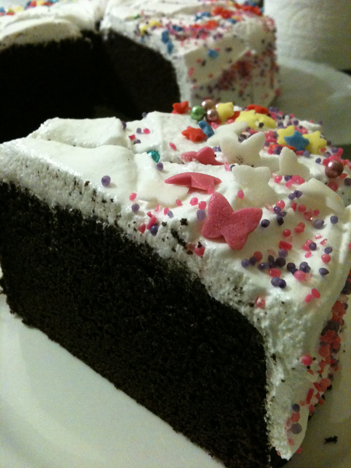 Chocolate Sprinkles Cake Decoration : adobo down under: Chocolate cupcakes and a cake in one