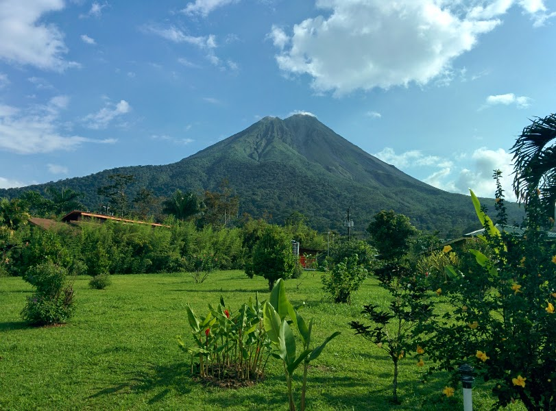 arenal volcano no clouds