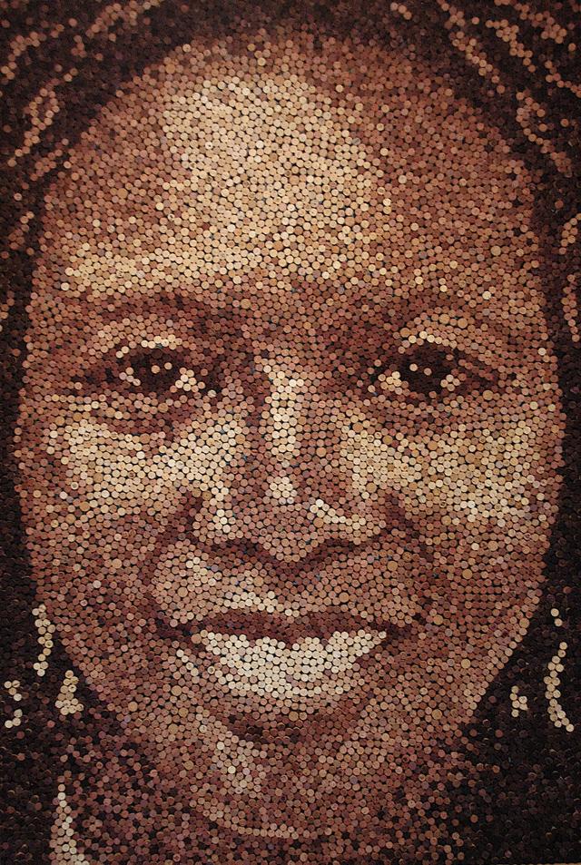 Artista cria retratos com rolhas de garrafas de vinho