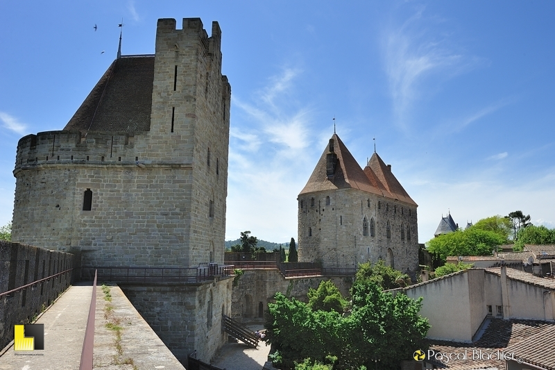 Tour du tréseau et entrée Narbonnaise de la cité de Carcassonne photo pascal blachier