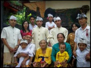 Keluarga Besar Nengah Nurita Pande