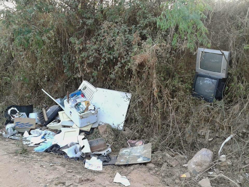 12/01 - Ouvinte reclama de lixo jogado na estrada para Santo Antônio da Lagoa Seca