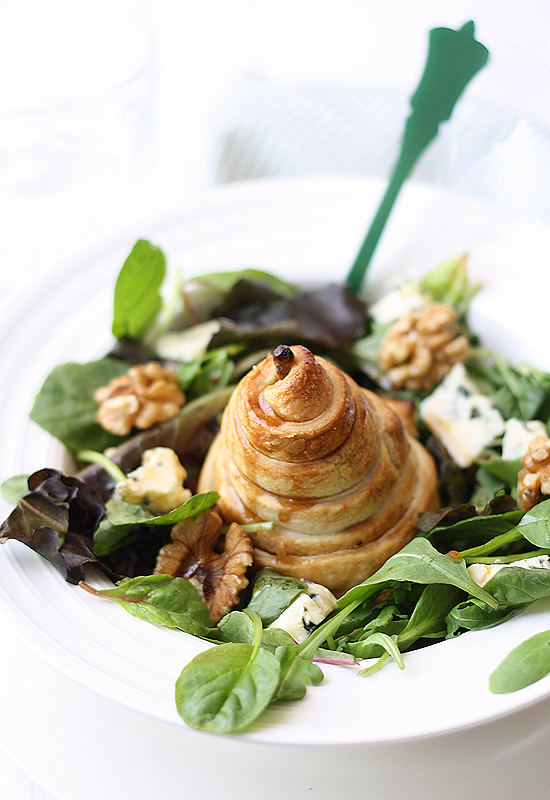 Pear, Blue Cheese & Walnut Salad recipe