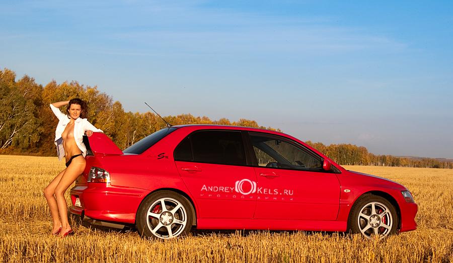 Mitsubishi Lancer Evolution, dziewczyna i auto
