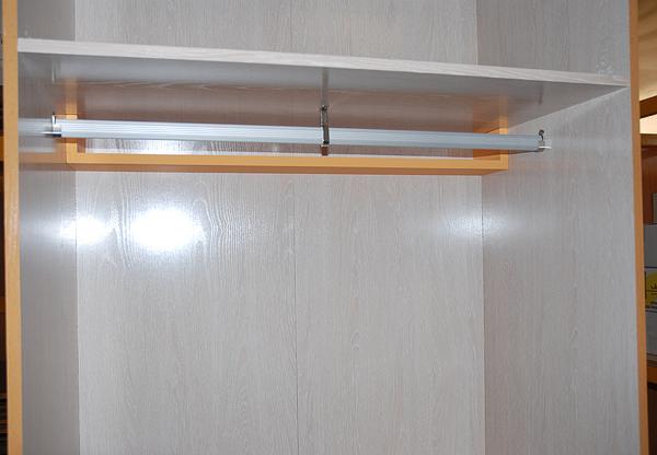 Caballito de cart n forrar armario empotrado interior - Barra colgar ropa ...