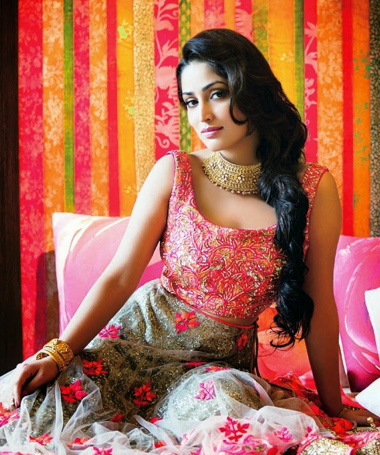 yami-gautam-in-pink-sleeveless-anarkali-suit