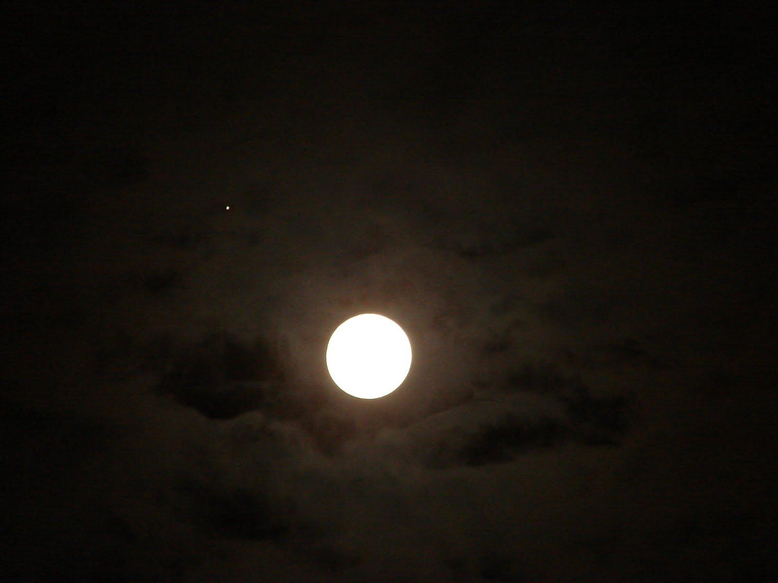 28-29-30-noviembre-2012- sec La LUNA llena x el ESTE alineada con OVNI blanco ECLIPSE LUNAR Lumbral