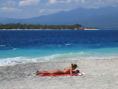 sunbath in lombok, holiday in lombok, vacation in lombok