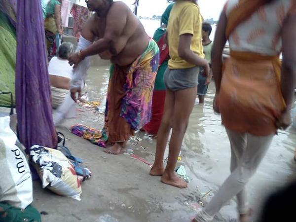 AllDesiMaal.blogspot.com: DESI AUNTY PISSING & BATHING ...