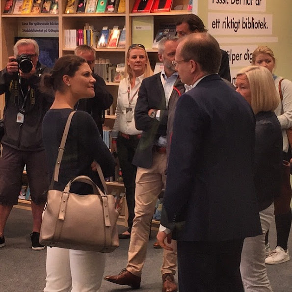 Crown Princess Victoria visited the Race Village and the pavilion of the City in Gothenburg