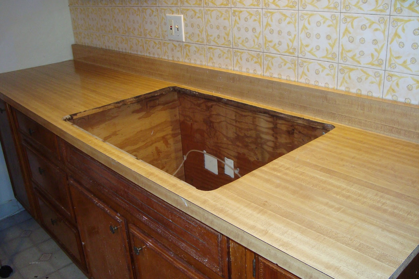 Giani Countertop Paint On Tile : These countertops are old and gross and so are the tiles on the wall ...