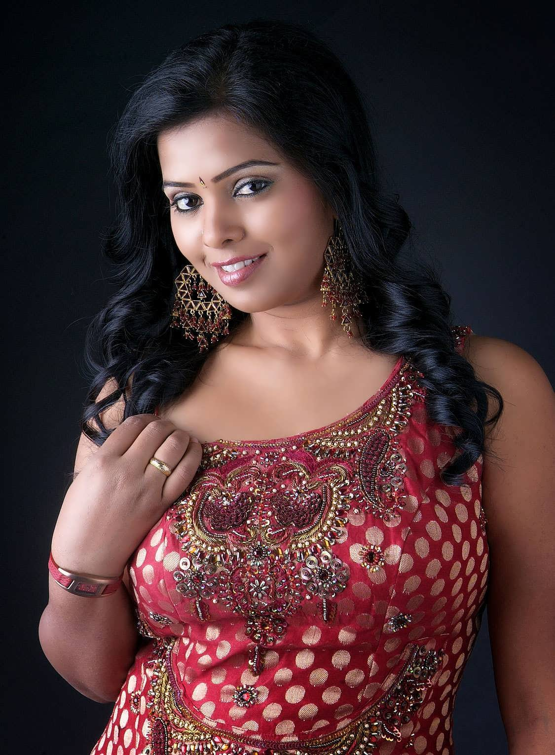 kushi in saree latest photos