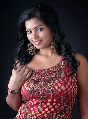 kushi in saree latest photos