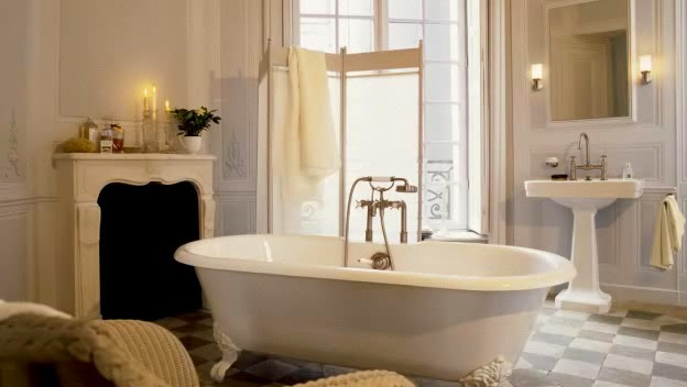 For This Elegant Old World Bath, A Screen Is Used To Drape Towels And A  Pull Out Towel Holder Is Used By The Sink For The Hand Towel