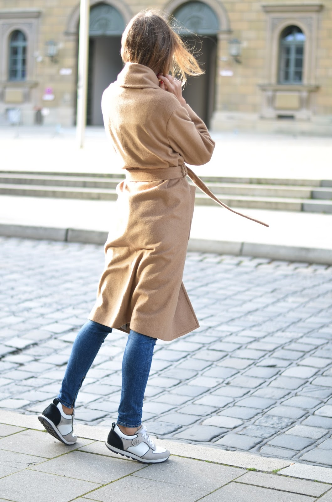 kristjaana mere mango camel coat fall outfit with skinny jeans white sneakers