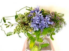 Cắm hoa trang trí phòng khách 06