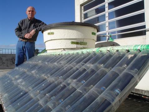 Sr José Alcino, criador do aquecedor de PET
