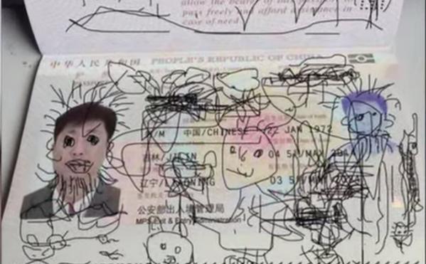 Son fils gribouille son passeport, il est coincé en Corée