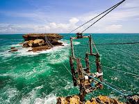 Wisata Adrenalin di Pantai Timang Yogyakarta