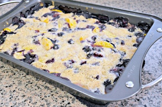 Envision Pretty: gluten-free peach blueberry cobbler
