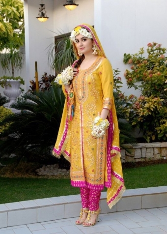 Mayoon-and-Mehndi-Dress