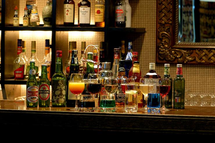 アンダ自慢の一つが、ディナータイム、バータイムの飲み放題。ビールはもちろん、ワイン、日本酒、カクテルなどなどその種類はなんと90種類以上もご用意しております。