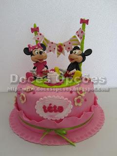 Bolo aniversário com a Minnie e o Mickey