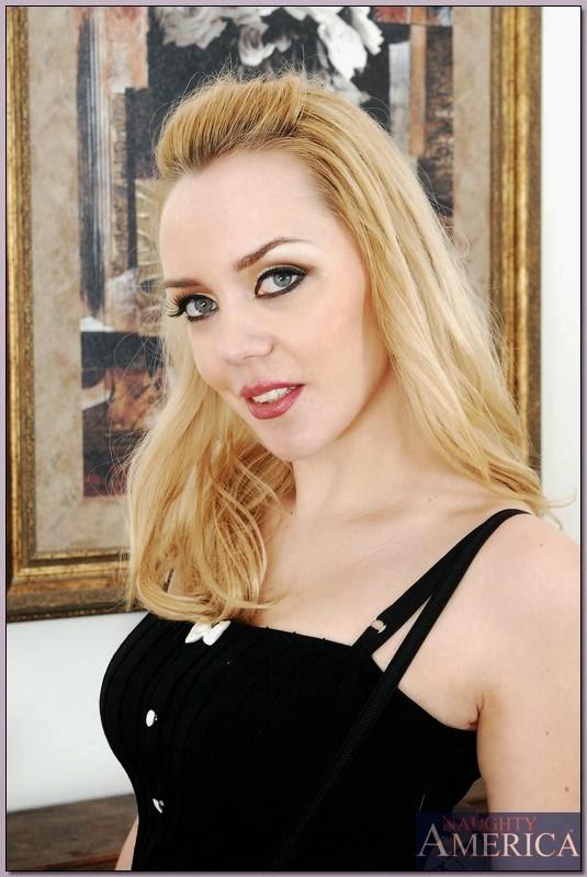 Annette Schwarz Nude Photos 7