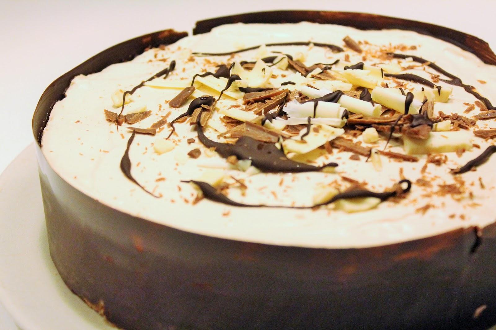 pehmean-taytelainen-baileys-juustokakku