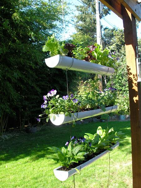 Chiribambola creando jardines colgantes con objetos for Jardines reciclados