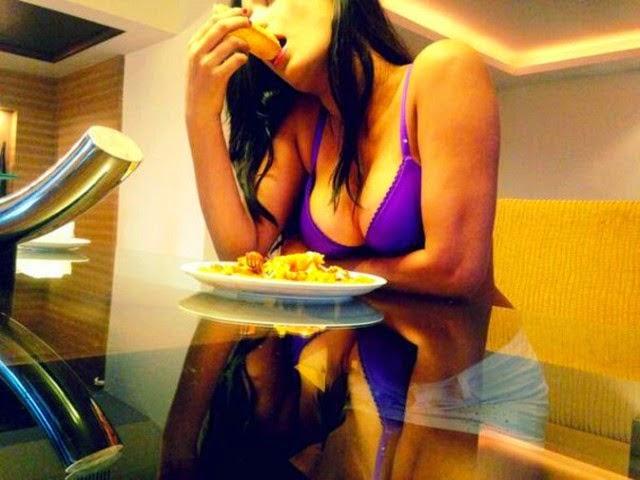 Poonam Pandey eating her Pizzas In Bikini Hot Wallpaper
