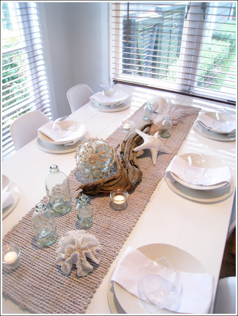 Homey home design summer decorating 101 for Driftwood table centerpieces